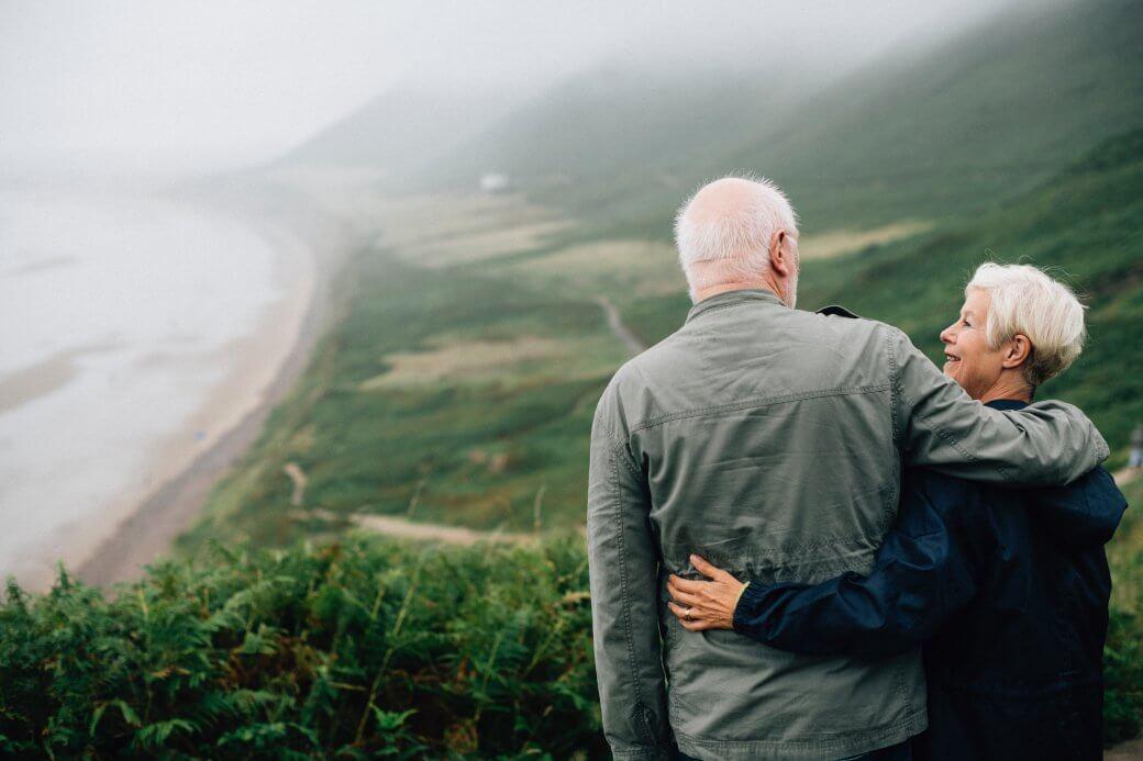 couple-daylight-elderly